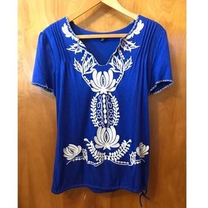 Filtre   Beautiful Cobalt Blue Embroidered Top (M)